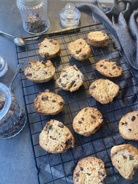 Biscottoni da inzuppo con esubero di lievito madre e pepite di fondente e nocciole